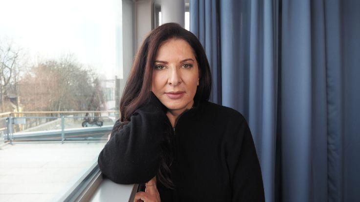 """Marina Abramović: """"Kipu ja vapaus ovat suorassa yhteydessä. Kun kokee sen, mitä pelkää, vapautuu siitä."""""""