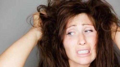 Tips Praktis Hilangkan Ketombe dari Rambut