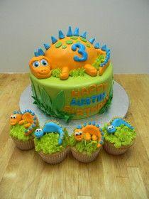 Dinosaur Cake with cupcakes