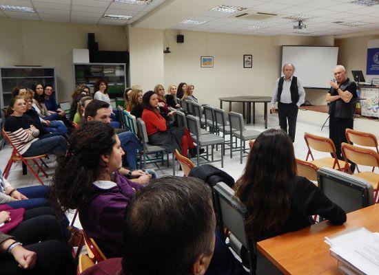 17-03-17 Επίσκεψη του Κωνσταντίνου Ζουράρι στην Περιφερειακή Διεύθυνση Εκπαίδευσης Κεντρικής Μακεδονίας    17-03-17 Επίσκεψη του Κωνσταντίνου Ζουράρι στην Περιφερειακή Διεύθυνση Εκπαίδευσης Κεντρικής ΜακεδονίαςΤην Τρίτη 7 Μαρτίου ο Υφυπουργός  Παιδείας Έρευνας και Θρησκευμάτων κ. Κωνσταντίνος Ζουράρις  πραγματοποίησε επίσκεψη στην Περιφερειακή Διεύθυνση Π/θμιας και Δ/θμιας  Εκπαίδευσης Κεντρικής Μακεδονίας. Ο Υφυπουργός αφού απάντησε σε  ερωτήματα για θέματα που άπτονται των αρμοδιοτήτων του…