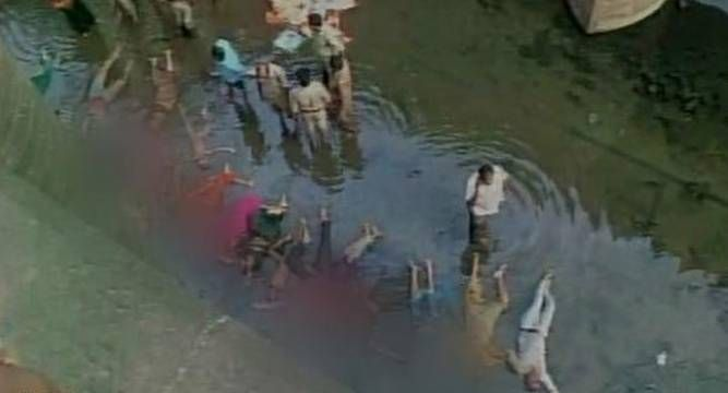 Van plunges into Godavari river in Andhra Pradesh, 21 feared dead