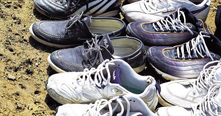 Cómo atar los zapatos Salomon XT Wings GTX. Atar los zapatos Salomon XT Wings GTX parece complicado, pero con un poco de práctica cualquiera puede hacerlo de manera cómoda y segura. Estos zapatos para corredores de pista, como muchos otros presentados por Salomon, utilizan el sistema Quicklace, que reemplaza las agujetas tradicionales con cordones Kevlar en un patrón asimétrico de agujetas. ...