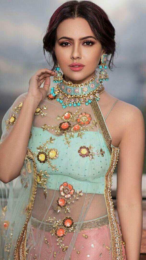 Sana Khan (With images) Sana khan, Bollywood actress