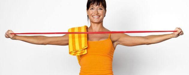 STÆRK MED ELASTIK  Foretrækker du at træne hjemme, eller vil du holde formen, når du rejser? Træn med elastik!