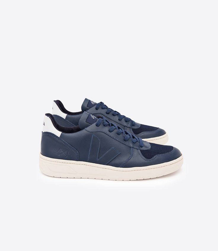 Veja sneaker in organic cotton, low chrome leather, moleskine leather