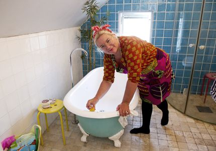 Såpa, ättika, bakpulver, citron, bikarbonat och sockerbitar. Det tar Nina Blad, aktuell i Sveriges städmästare, hjälp av när hon städar hemma. För Hemmets Veckotidning visar hon hur det går...
