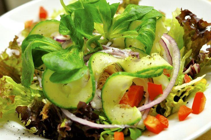Quinoa indeholder blandt andet masser fibre og proteiner og er derfor god til at bringe mæthed og fylde i en ret | Se opskriften på Quinoasalat her >> |