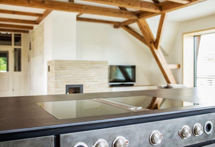 Küche Schwarz // Planung Und Ausführung Armellini Design // Tischlerei