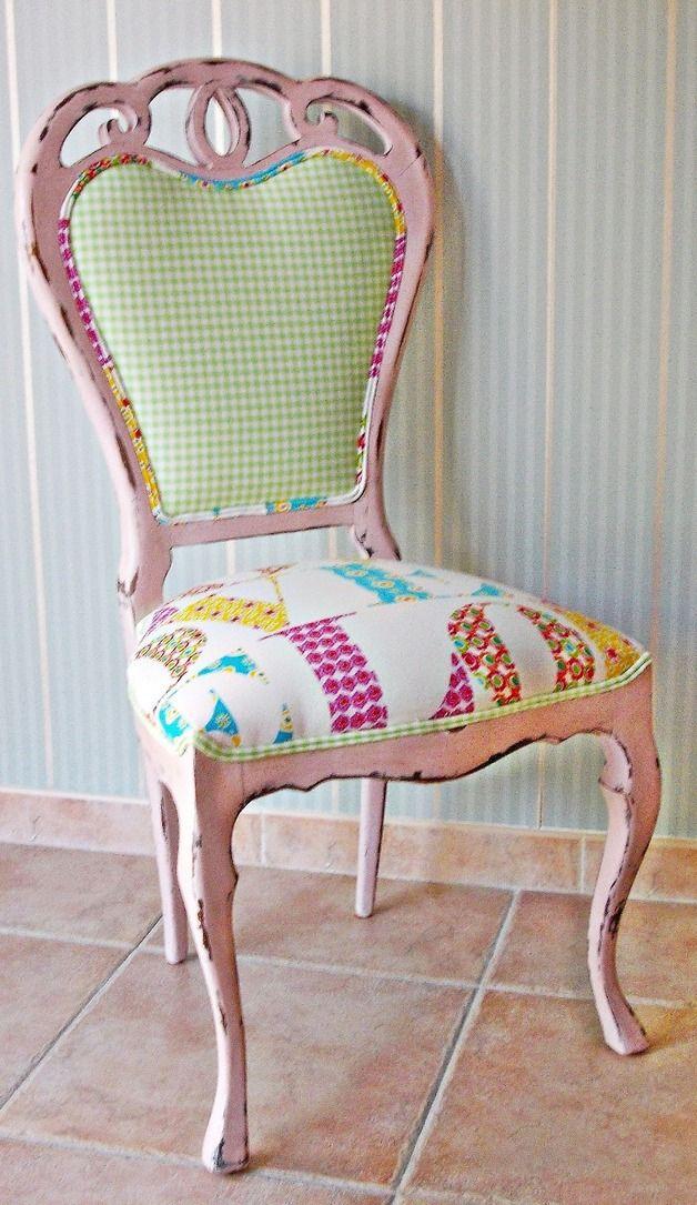 silla vintage en rosa decapado. Más