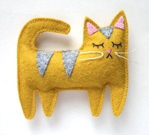 Adorable kitty cat! You could sew it to size as a brooch or a pillow.