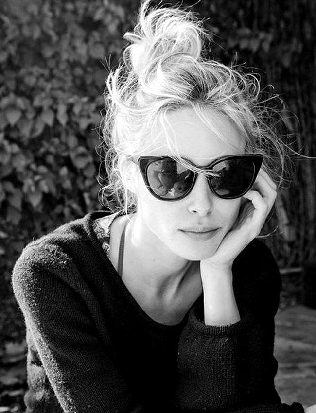 Chignon décoiffé par le vent + lunettes de soleil cat eye   le bon mix    Fashion   Hair styles, Hair, Hair beauty c05f1ec7f705