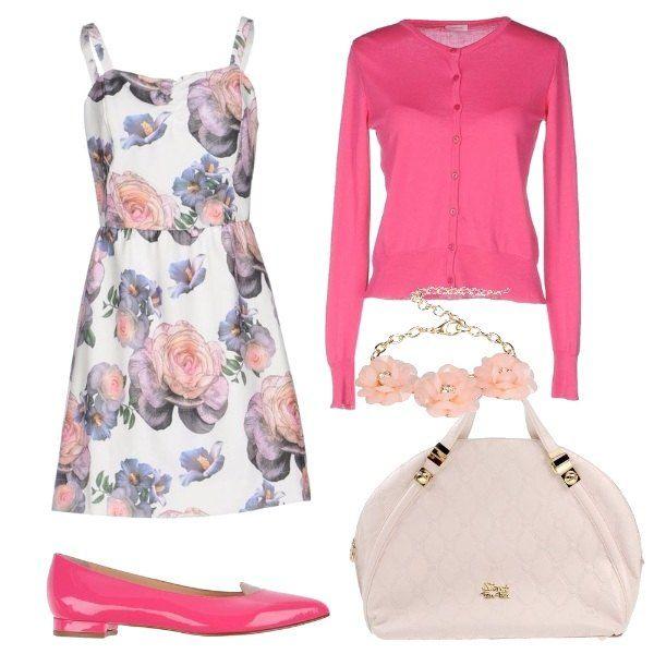 L'outfit+è+composto+da+un+vestito+corto+a+fantasia+floreale+ed+un+cardigan+fucsia+in+cotone.+Il+look+si+completa+con+un+paio+di+ballerine+in+pelle+effetto+verniciato,+la+borsa+a+mano+a+secchiello+ed+un+bracciale+romantico+con+fiori+in+resina.