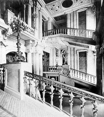 http://berliner-schloss.de/das-historische-schloss/innenraeume-gesamtansichten-bernsteinzimmer/