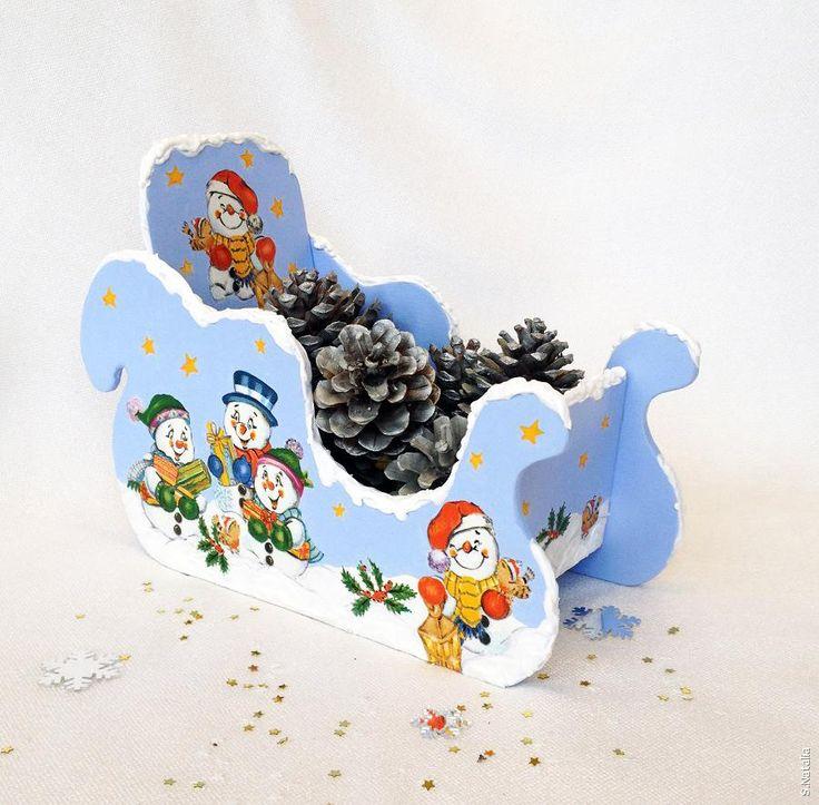 Декупаж - Сайт любителей декупажа - DCPG.RU   ''Сани Деда Мороза, или конфетницы в виде саней''.....Click on photo to see more! Нажмите на фото чтобы увидеть больше! decoupage art craft handmade home decor DIY do it yourself