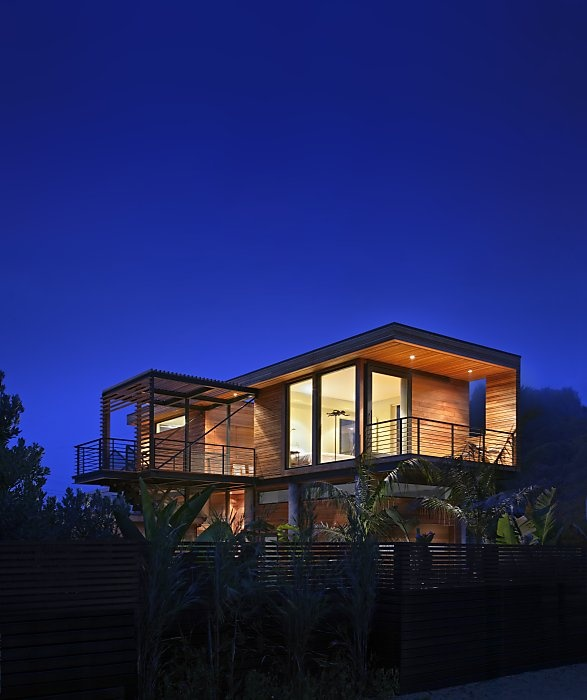 Architect Matt Peek S Detached Second Story Media 1 Of 6 Rising To The Chal Flood Proof House House Styles Modern Tropical House Contemporary house style history