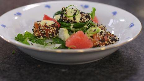 Eén - Dagelijkse kost - kerstmenu: salade met gemarineerde zalm en milde currysaus   Eén