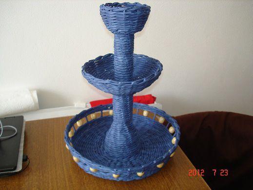 Weaving newspapers-three-storey vase
