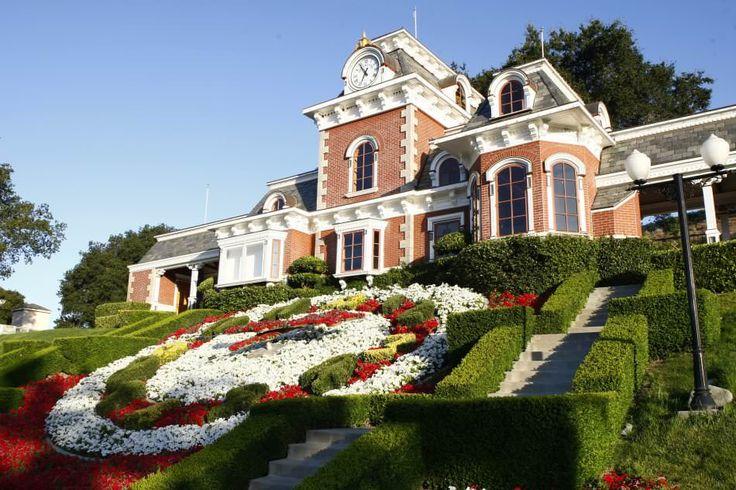 Недавно ранчо Neverland, которым владел Michael Jackson было выставлено на продажу за 100 млн. долларов. Давайте посмотрим на его красоту.
