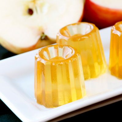 Thanksgiving Drinks: Apple Pie Jelly Shots Recipe - Saveur.com This Apple Pie Jelly Shot, developed for SAVEUR by Michelle Palm of the blog Jelly Shot Test Kitchen, plays straight to tradition: apple juice, Apfelkorn, and Tuaca, a creamsicle-flavored liqueur.