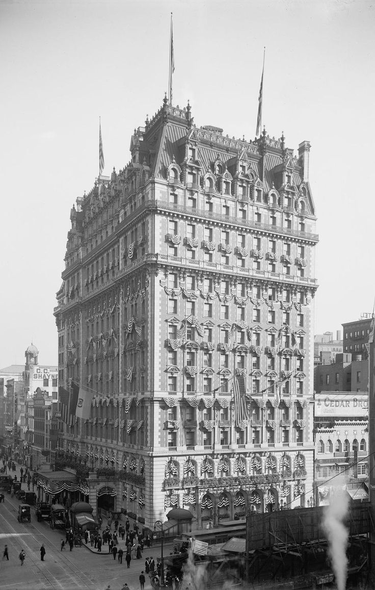 The Knickerbocker Hotel, in New York City, c. 1909.