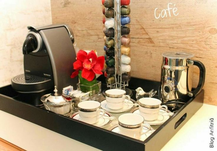 Cantinho do Café & Chá ☕️ decorado em bandeja preta.