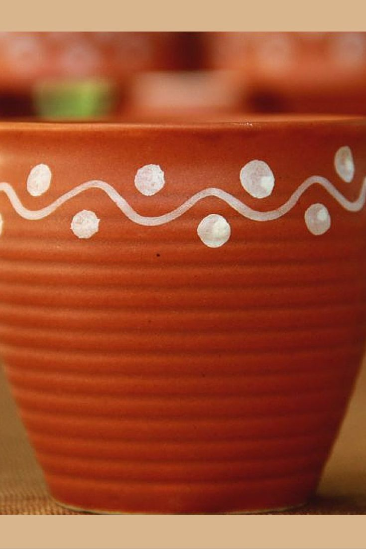 The rural is the new urban! This set of earthen pots, popularly known as 'kulhad' in India, represents stoneware painting done at Khurja, Uttar Pradesh. The white waves and dots design is traditionally painted with a rice preparation. Serve your guests tea in these cups and see them marvel.