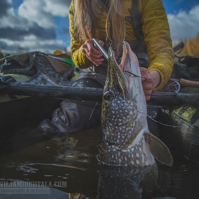 Girls that fish, fishing photography. Simple living lifestyle inspiration.