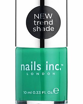 Nails Inc . Glossy Nail Polish, 10ml, Queen A glossy nail polish from Nails Inc. The luxurious shade of emerald green will add sophistication to your summer rotation. (Barcode EAN=0840090047697) http://www.comparestoreprices.co.uk/nail-products/nails-inc--glossy-nail-polish-10ml-queen.asp