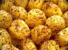 Receita de Batata Sauteé - batatas e corte-as em pedaços pequenos (+ ou - cubos de 2cm). Cozinhe-as com o sal. Após cozidas ponha-as num escorredor até que saia toda água....