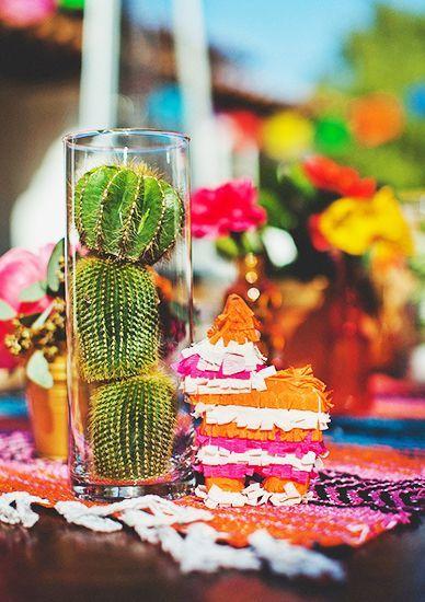 centre de table mexicaine pinata et cactus