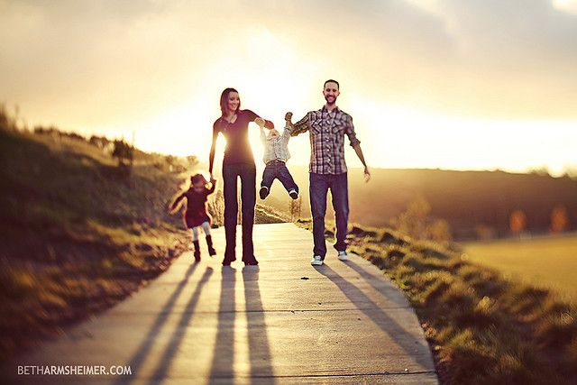 I like the 3D effect of this image #family #photography