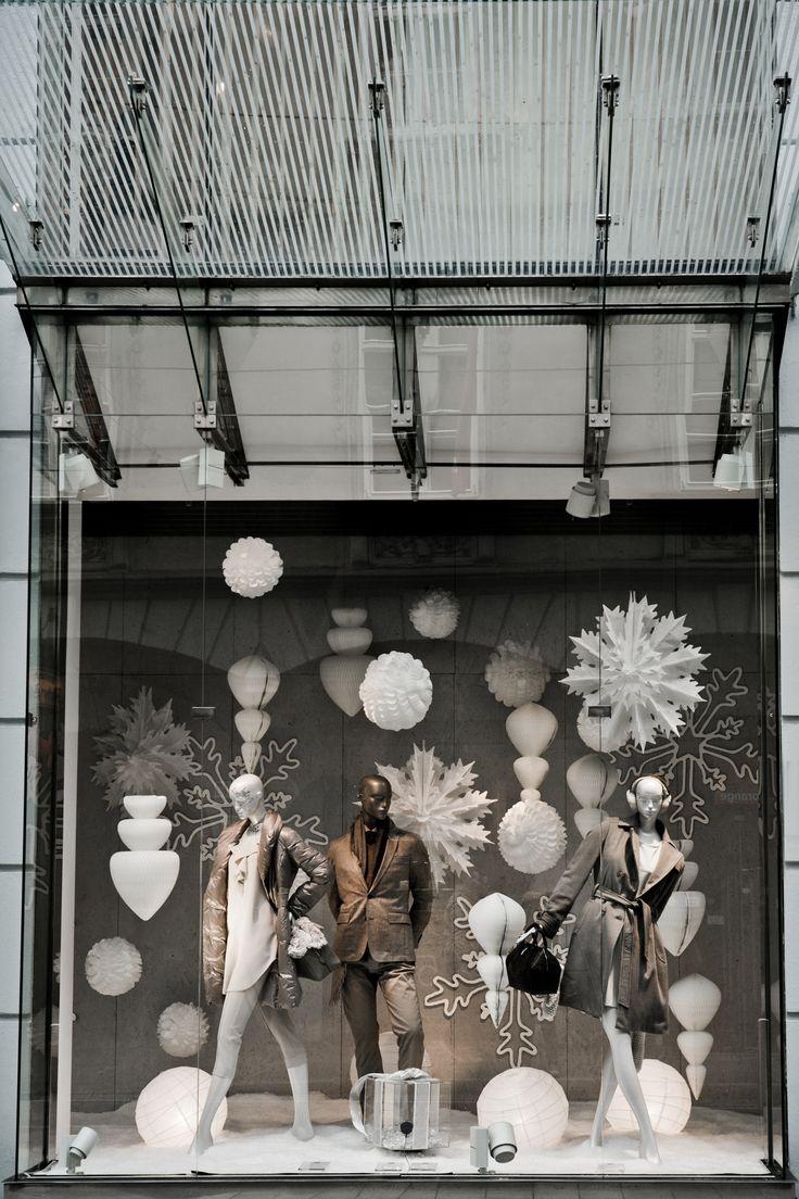 Simple yet effective Christmas window display Kastner&Öhler