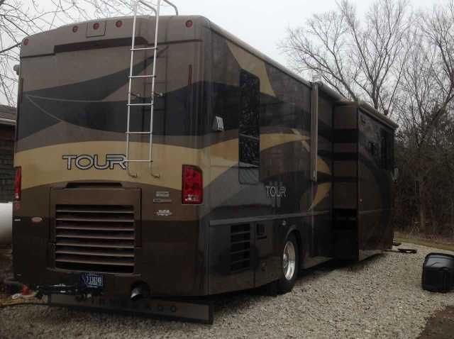 2006 Used Winnebago Tour 40KD Class A in Missouri MO.Recreational Vehicle, rv, 2006 Winnebago Tour 40KD, 39,500 miles. Very good condition. New Michelin tires, a Sleep Number Air Mattress & 2 flat screen TV's installed last year. 350 CAT engine, Allison Transmission. 4500 KW Diesel Generator, Rear View Monitor. Leather upholstery. Wood & Carpeted flooring. Combination washer & dryer. Two propane furnaces. Basement A/C. Propane/electric Appliances. Auto leveling. Priced $10,000 below average…
