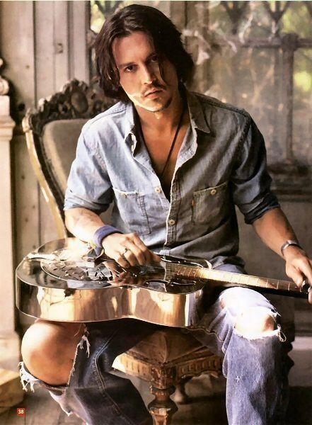 Johnny Depp.. oo la la(:: Eye Candy, Johnny Depp, Celebrity, Sexy, Beautiful, Eyec Was, Guitar, Actor, Johnnydepp