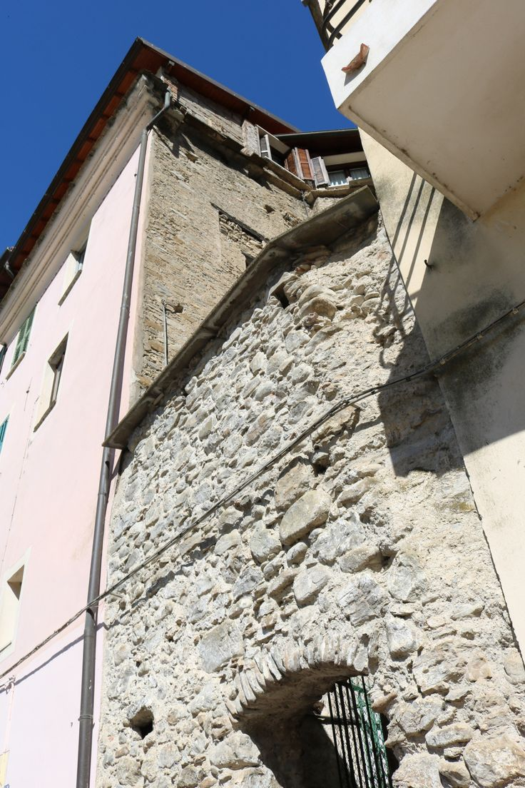 Dolceacqua (IM) - Via Mons. Laura