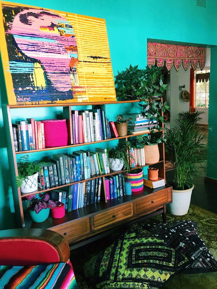 Books and Baskets . Art @maljevicmaja #davidkrut #bohointeriors #gypseydecor #bohoglam #boho #bohemianstyle  #bohostyle #beautifullyboho #ihavethisthingwithcolour #ihavethisthingwithtextiles #gypseyset #makeityours #inmydomain #bohochic #electichome #eclecticdecor #maximalism #myhomevibe #planteriordesign #myhyggehome