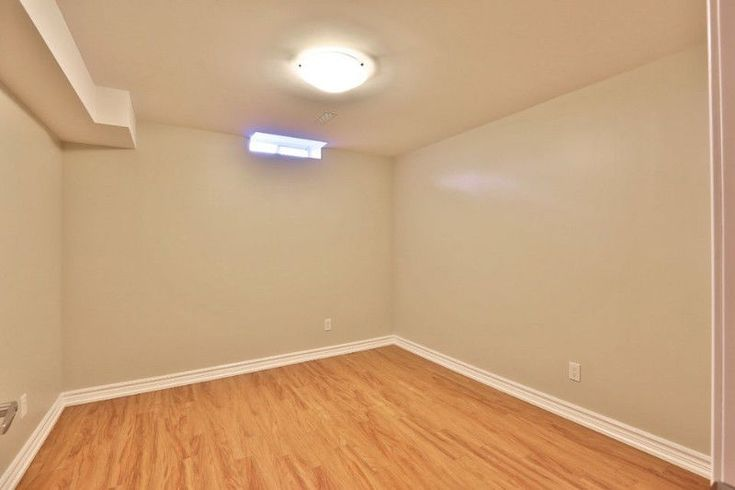 Sharing basement available on 1st dec for one vegetarian girl only . Already two girls are living, looking one vegetarian girl only. 4 mints walk to Sheridan college. So contact before 10:00 pm but if someone vegetarian then. Include all utilities very high speed unlimited internet..! Very neat...