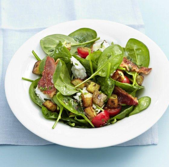 Spinatsalat mit Kartoffel-Croûtons (Vegetarisch: Geröstete Nüsse statt Bacon)