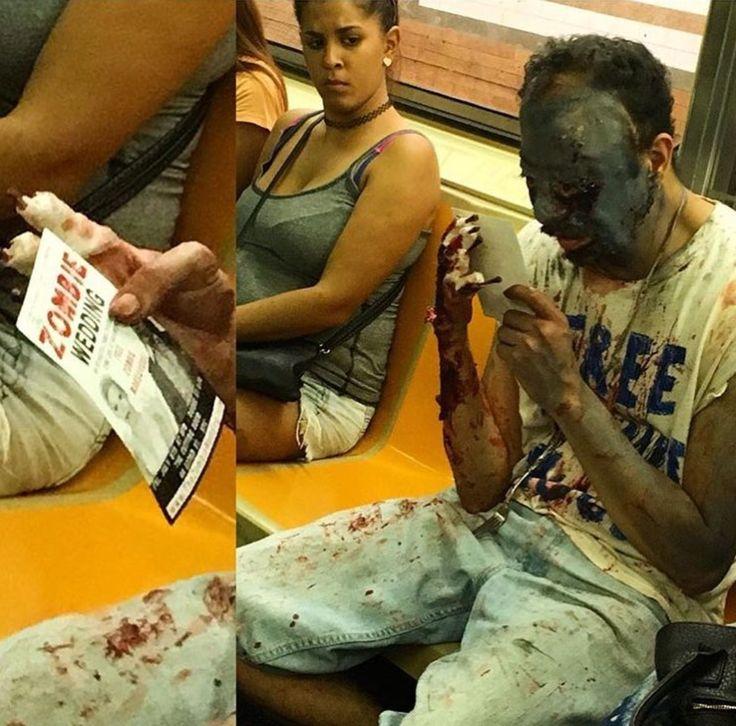 um-zumbi    Terríveis flagrantes no metrô. Fotos inusitadas. Veja você mesmo.    Tem de tudo no trem do submundo