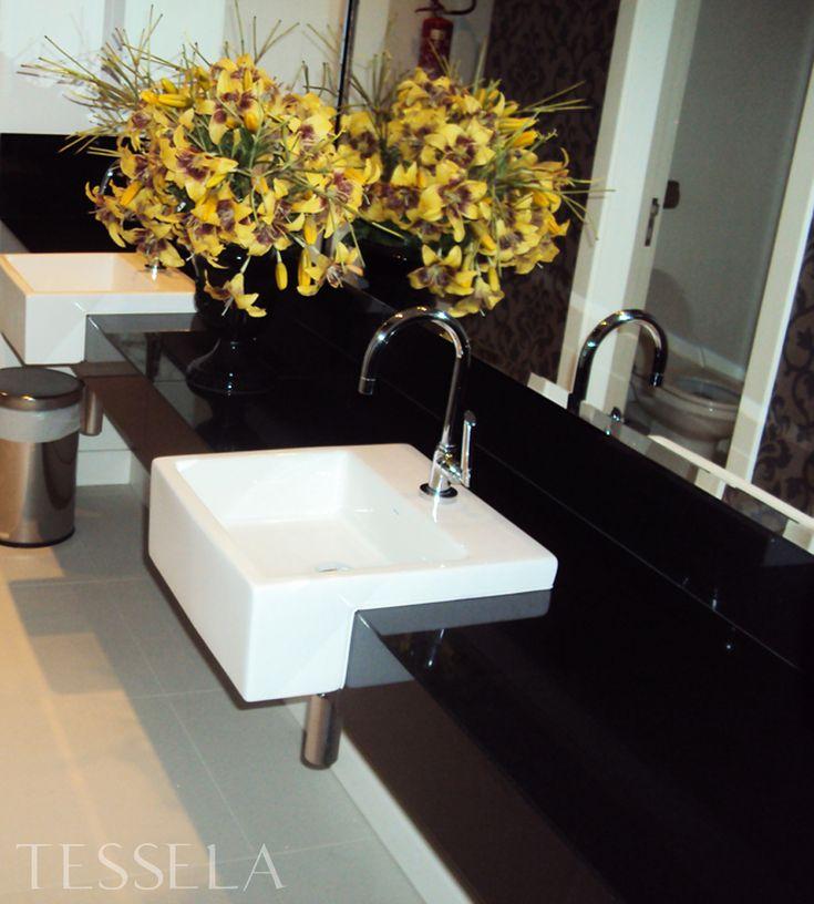 Chegou a vez das cubas e torneiras! E agora ?    No último post que fiz dos meus banheiros, mostrei como ficaram minhas bancadas de márm...