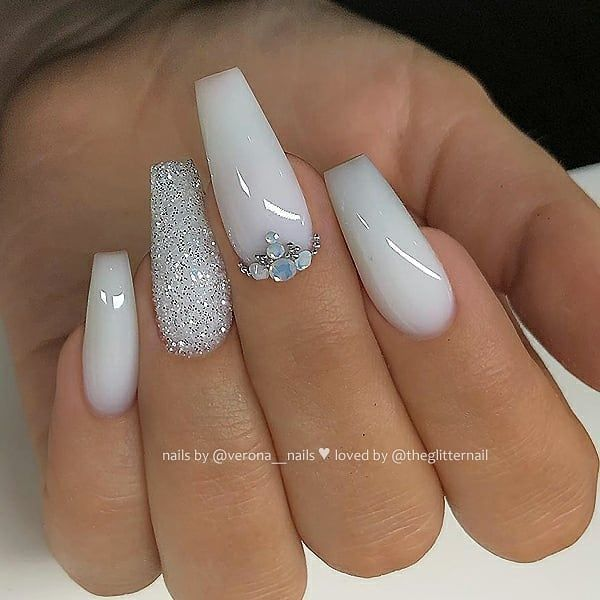 The Latest Coffin Nails Design For Fall And Winter White Glitter Nails White Acrylic Nails With Glitter White Acrylic Nails