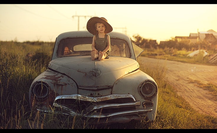 Photographer Lena Zashchitina. Russia.  Big hat. Photography. Sweet boy. Child