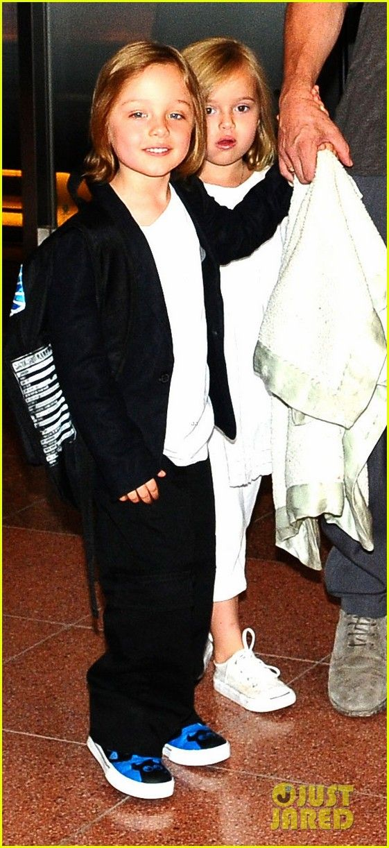 Brad Pitt & Angelina Jolie arrive in Japan with their kids Pax, Vivienne and Knox on July 28, 2013