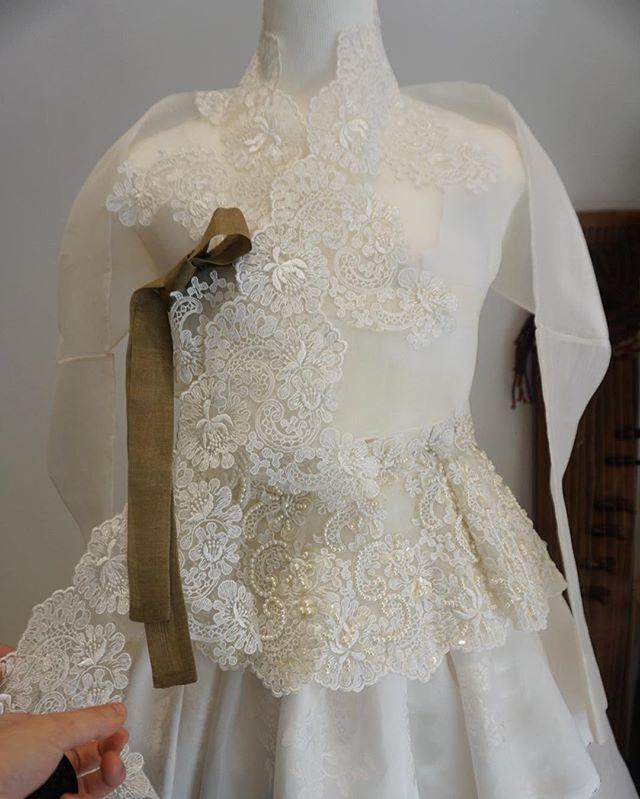 레이스 작업중인.. 웨딩한복 보기만해도 설레는 신부한복입니다  #풍경한복 #신부한복 #웨딩 #wedding