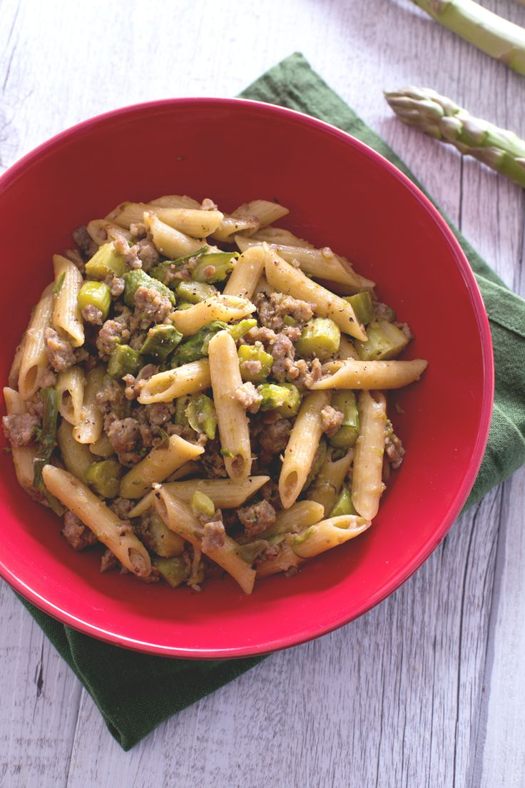 Due sapori nati per stare insieme in un primo piatto veramente appetitoso: #pasta con #asparagi e #salsiccia! (pasta with #asparagus and #sausage ) #Giallozafferano #recipe #ricetta