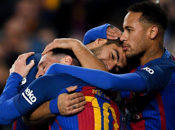 Neymar tells Lionel Messi and Luis Suarez he will stay at Barcelona, despite continued PSG speculation