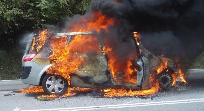 Ini Langkah-Langkah Hadapi Mobil Yang Terbakar #BosMobil