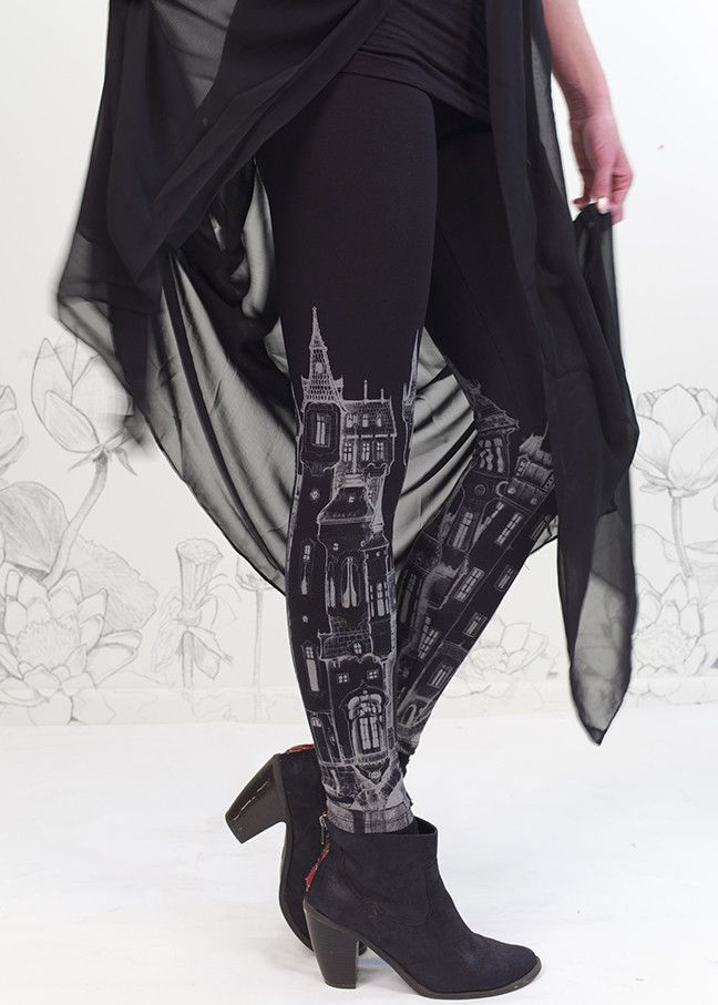 ★ A dreamy Victorian city! These black cotton leggings will take you dancing…