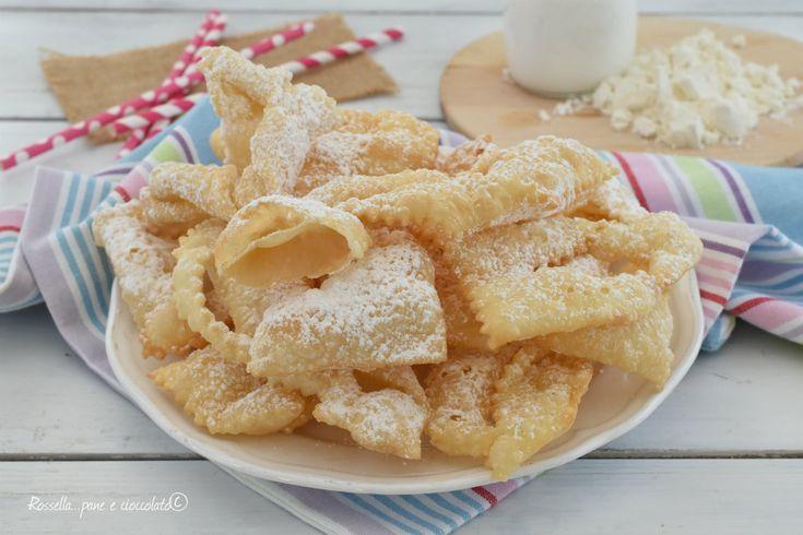 Le CHIACCHIERE RICETTA senza niente sono la versione super facile dei famosi dolci di Carnevale che amano tutti Questa ricetta e' diversa e veloce