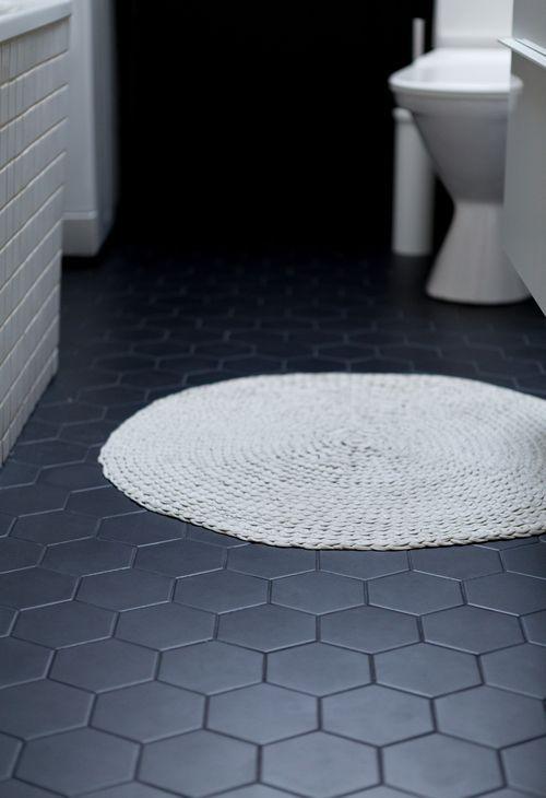 Hexagonal tiles bathroom: